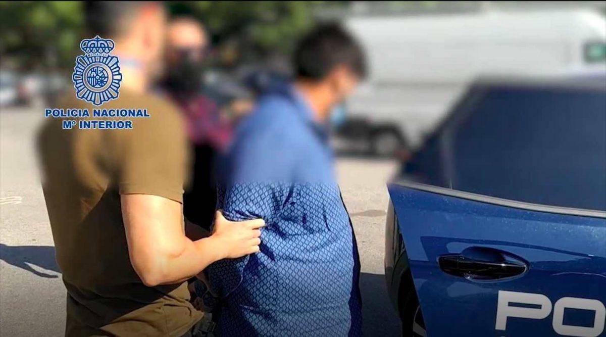 Detención del hombre acusado de asesintao (Policía Nacional).