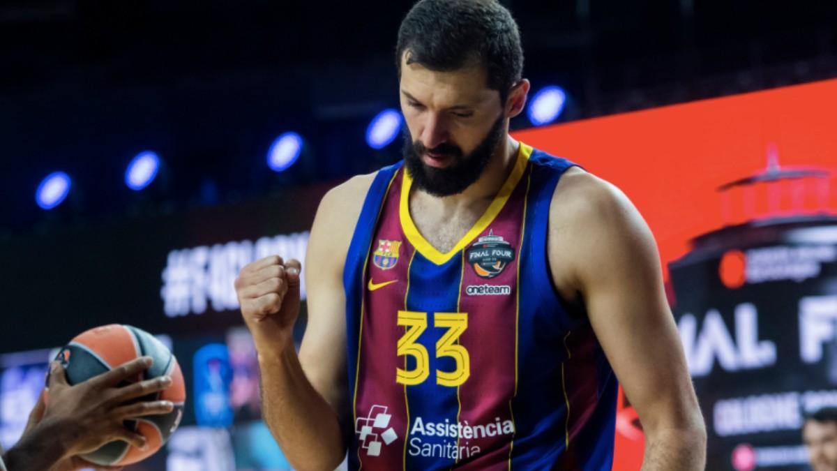 Mirotic, durante el partido contra el Armani Milán. (Barcelona Basket)