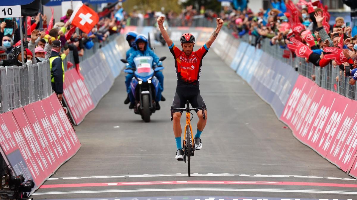 Caruso celebra su victoria en Alpe di Motta. (AFP)