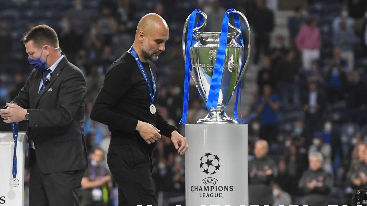 Guardiola pasa por delante de la Champions. (Getty)