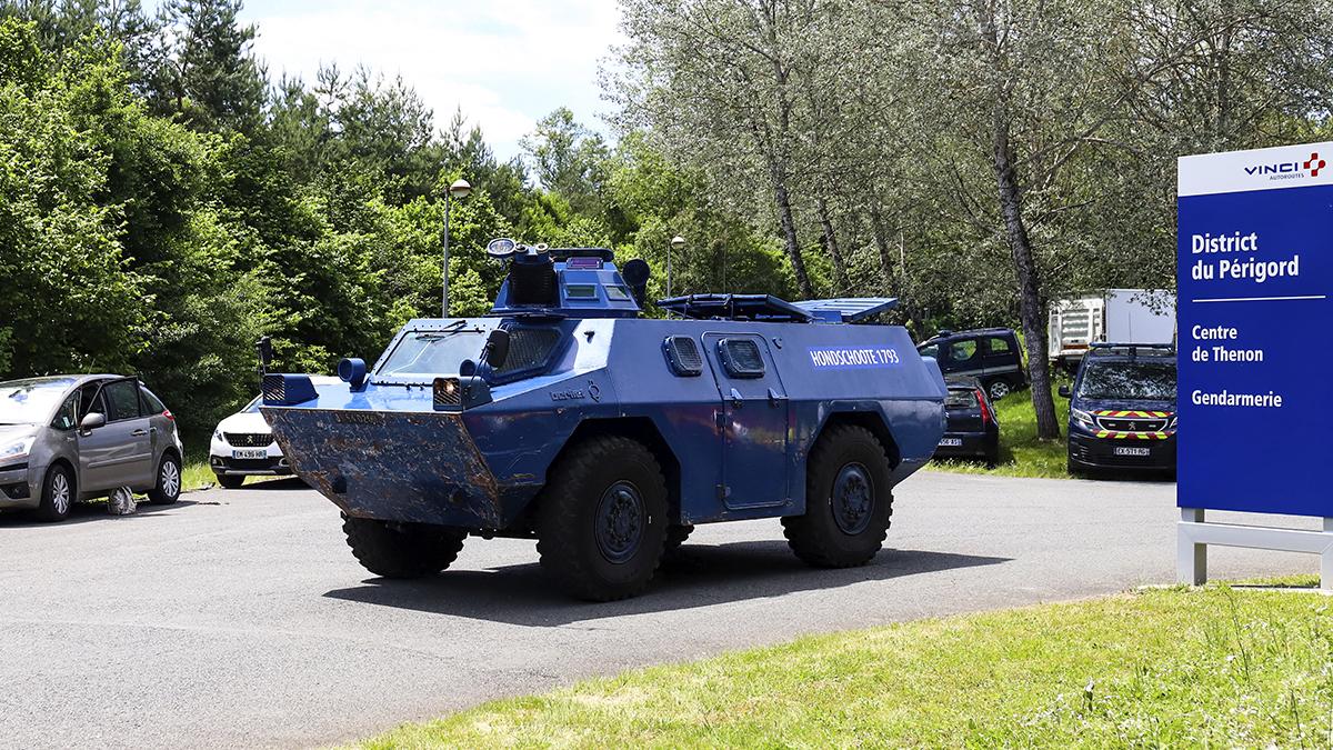 Un vehículo blindado de la Gendarmería francesa.