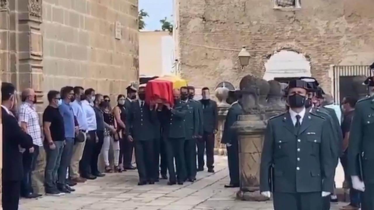 Guardias civiles despiden a su compañero atropellado en Jerez.