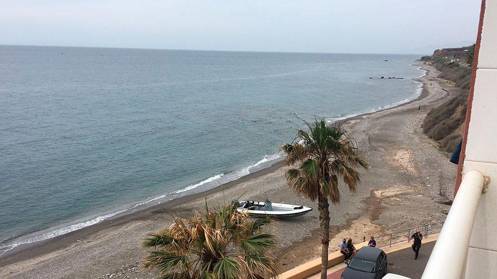 Irrumpe una patera en Almería.