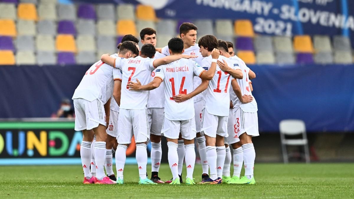 Los jugadores de la selección española sub-21, antes del encuentro ante Croacia. (AFP)