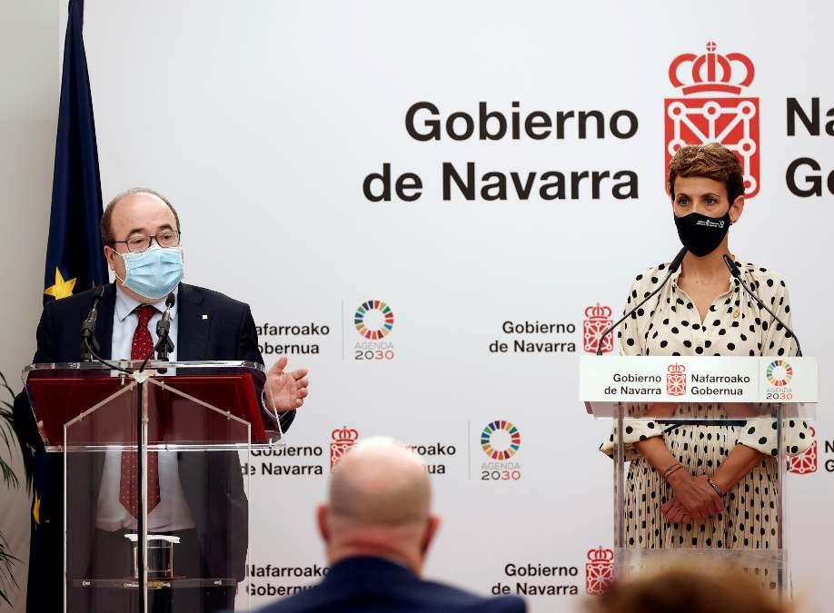 El ministro de Política Territorial, Miquel Iceta, y la presidenta de Navarra, María Chivite.