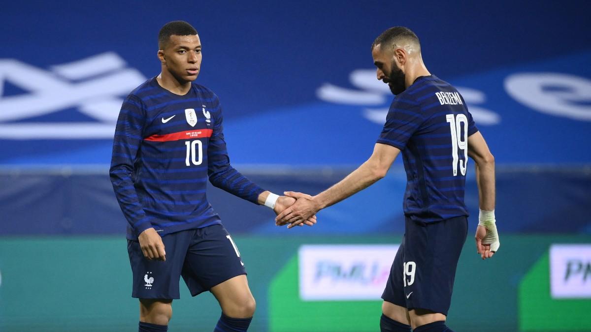 Mbappé y Benzema, durante el Francia-Gales (AFP).