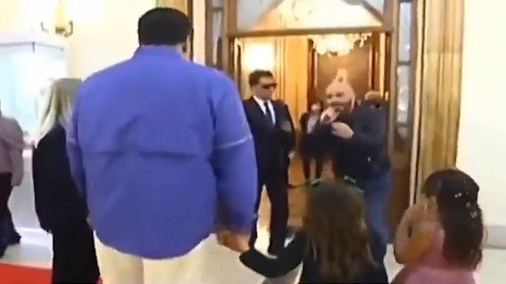 Nicolás Maduro frente al cantante que actuó en su fiesta de cumpleaños el pasado 23 de noviembre.