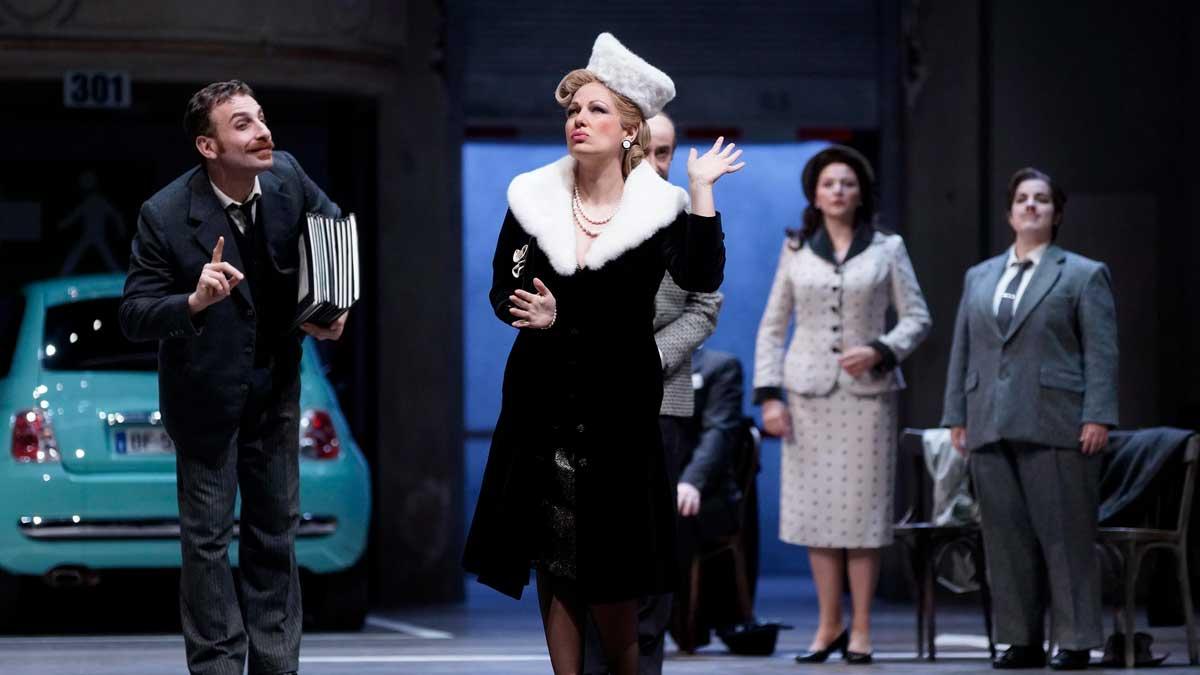 Un momento de la ópera satírica 'Viva la mamma' durante su estreno en el Teatro Real de Madrid. Foto: Javier del Real
