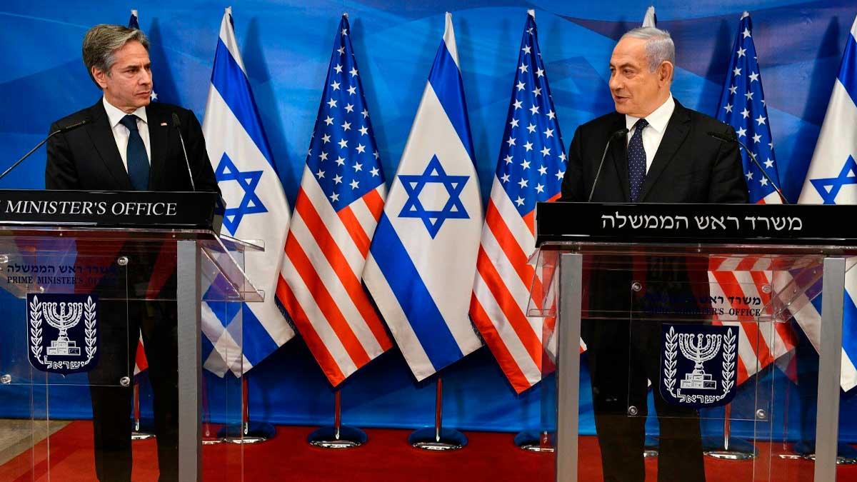 El secretario de Estado de EEUU, Anthony Blinken, y el todavía primer ministro israelí Benjamin Netanyahu. Foto: EP