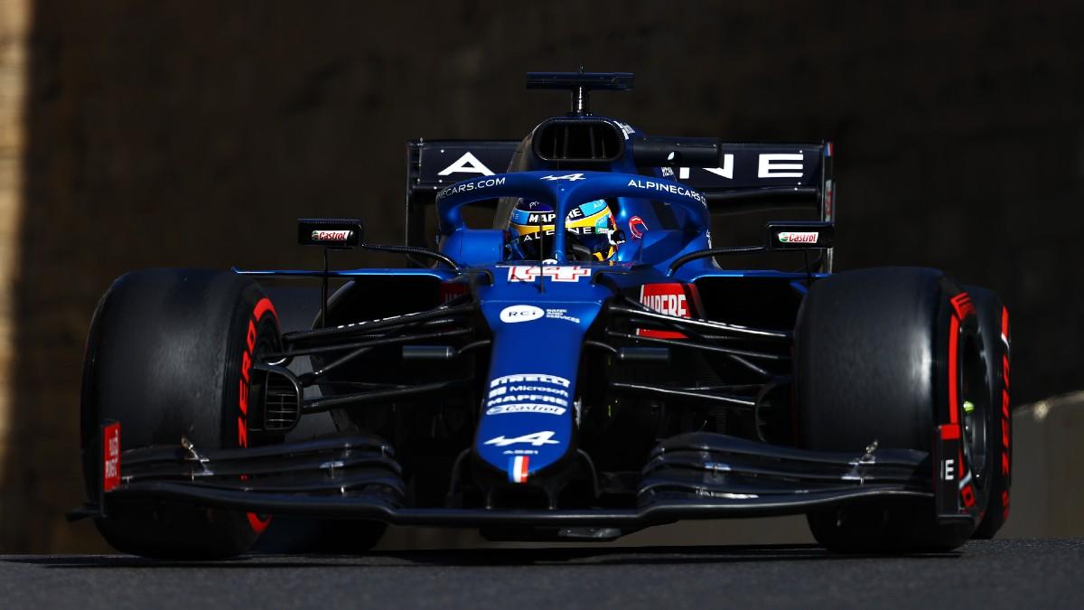 Fernando Alonso, este viernes sobre el circuito callejero de Bakú. (Getty)