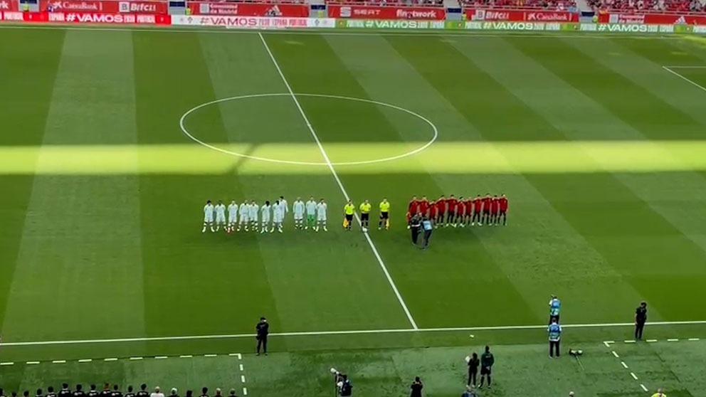 Así se vivió el himno nacional en el España – Portugal.