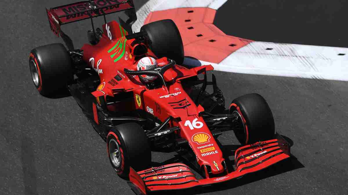 Charles Leclerc durante la sesión de clasificación del Gran Premio de Azerbaiyán. (AFP)