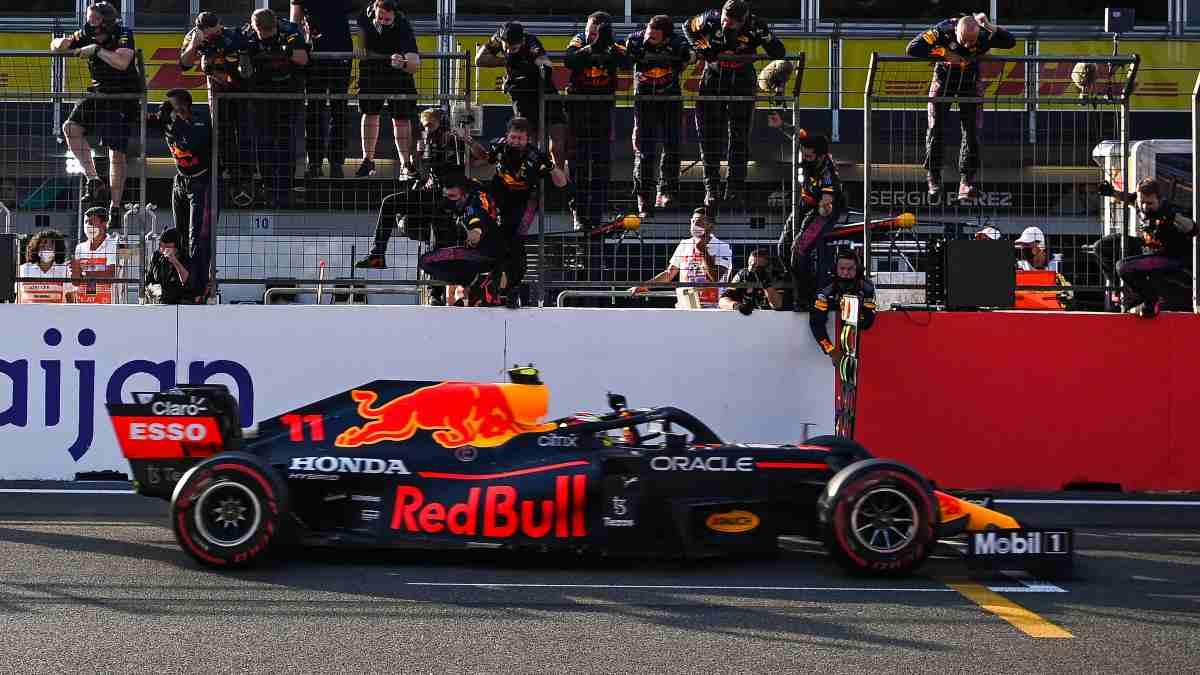 Sergio Pérez gana el Gran Premio de Azerbaiyán. (AFP)