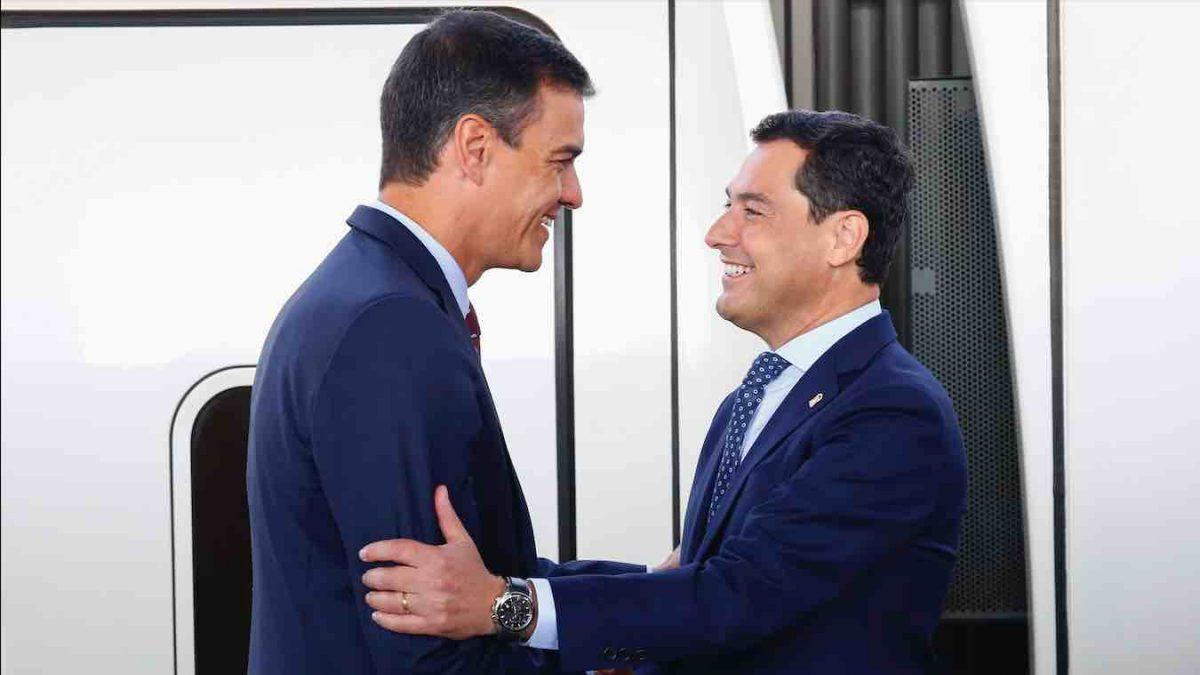 Pedro Sánchez junto al presidente de la Junta de Andalucía, Juanma Moreno (ÁLEX CÁMARA – EUROPA PRESS).
