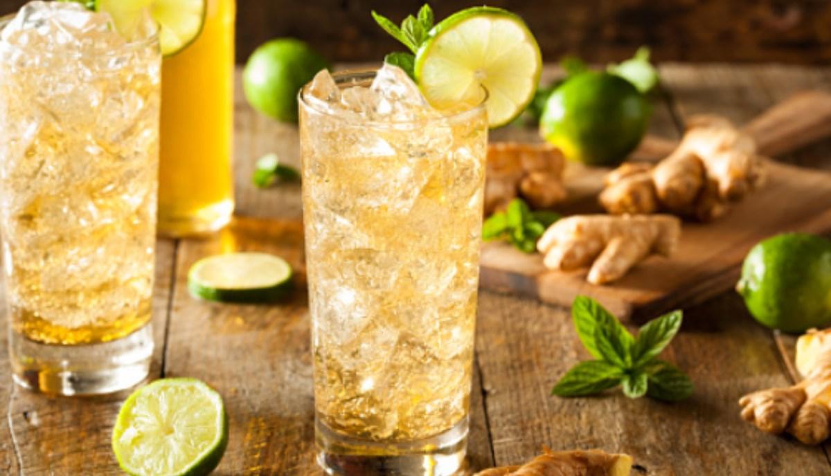 Cóctel de jengibre, lima y cava, receta de le bebida más saludable del verano