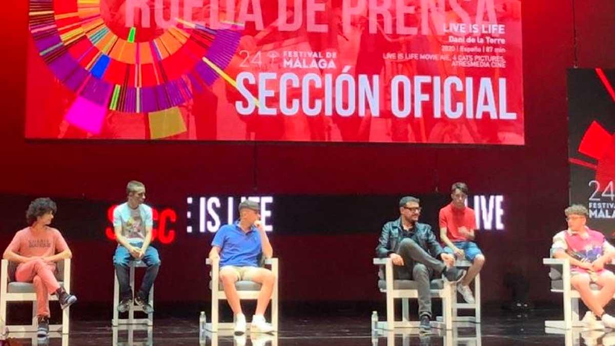 Dani de la Torre y Albert Espinosa, durante la rueda de prensa de 'Live is life', la película con la que compiten en la sección oficial del Festival de Málaga. Foto: EP