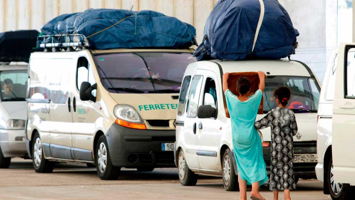 Coches esperando en el puerto de Málaga a embarcar en el Ferry rumbo a Melilla. Foto: EP