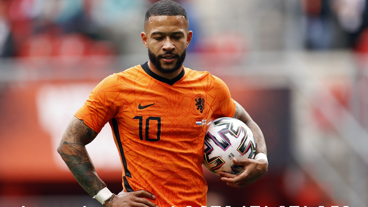 Memphis Depay durante un partido con Holanda. (AFP)