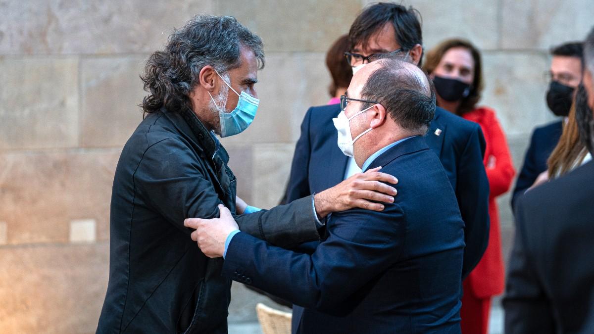 Miquel Iceta con el golpista Jordi Cuixart. (Foto: Europa Press)