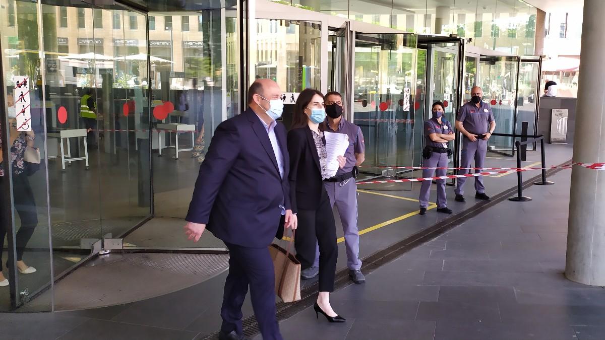 Óscar Grau, ex CEO del Barcelona, a su salida de la Ciutat de la Justicia tras declarar como investigado por el 'Barçagate'. (Europa Press)