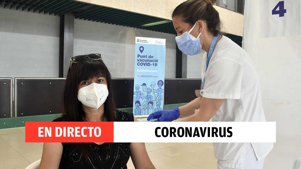 Una mujer se vacuna contra el coronavirus