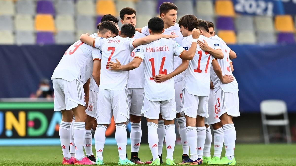 Los jugadores de la sub 21 celebran un gol. (AFP)