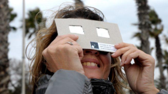 Cómo hacer gafas para ver el eclipse solar