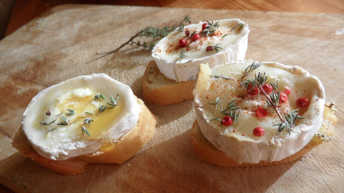 Las 5 mejores recetas de tapas con queso de cabra, con menos lactosa y más proteínas