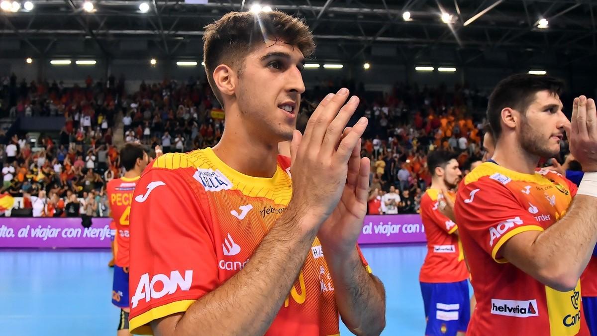 Antonio Serradilla aplaude tras un partido internacional. (Europa Press)