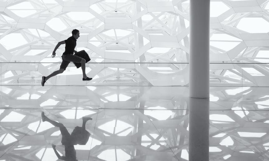 ¿Cuáles son los riesgos que afectan al bienestar de empleados en el nuevo entorno de trabajo?
