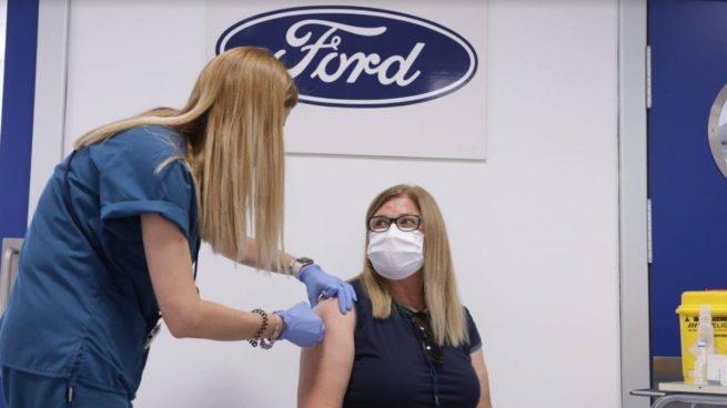 Ford Almusafes inicia la vacunación de sus empleados de más de 50 años