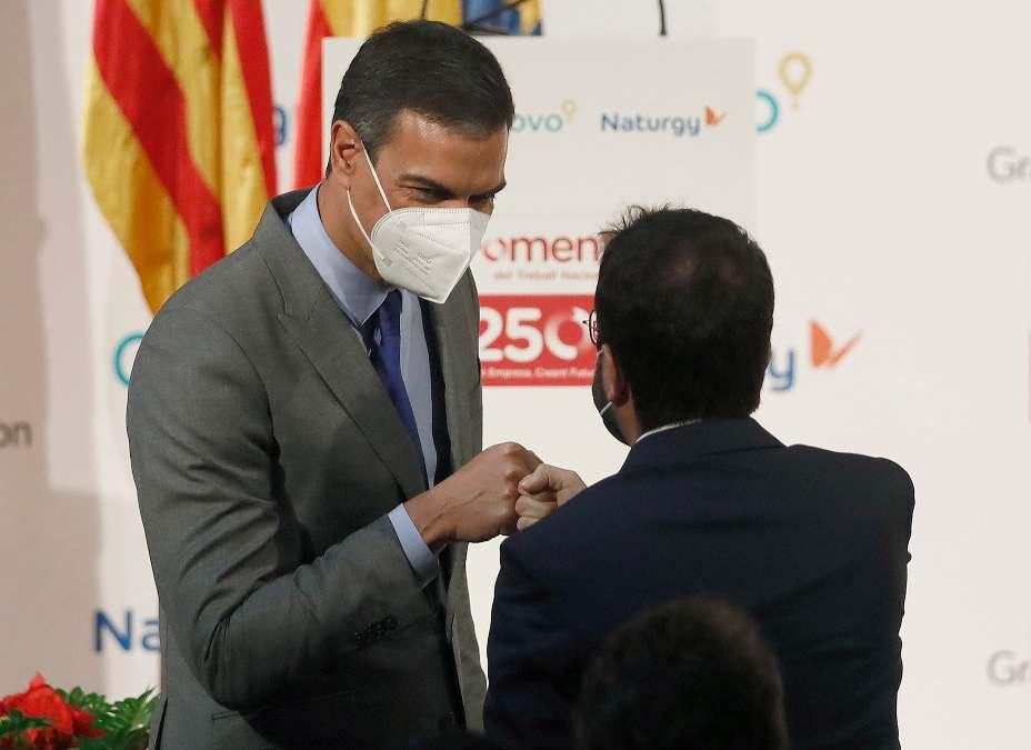 Pedro Sánchez con Pere Aragonès, en Barcelona.