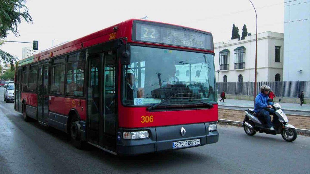 Un autobús de Tussam en Sevilla (EUROPA PRESS).