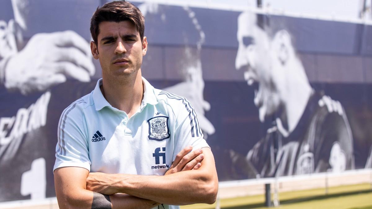 Alvaro Morata posa en la Ciudad del Fútbol. (Pablo García Sacristán)