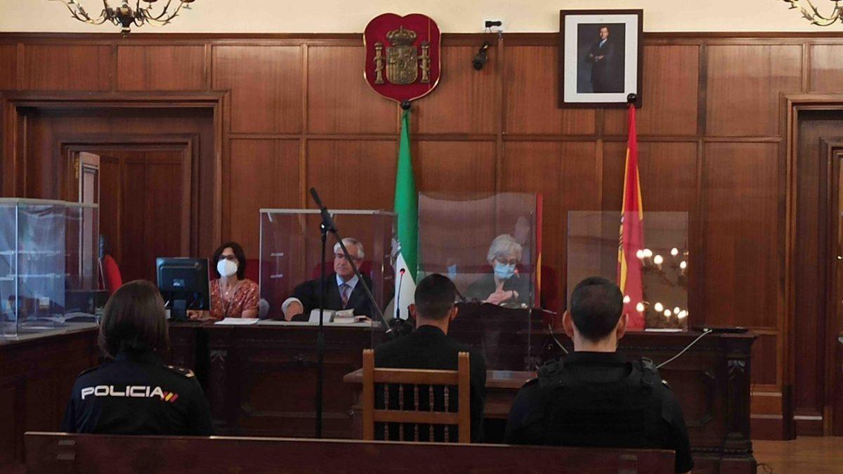 Sevilla.- Tribunales.- La familia de la mujer asesinada en San Juan pide al menos 25 años por el «brutal ensañamiento»