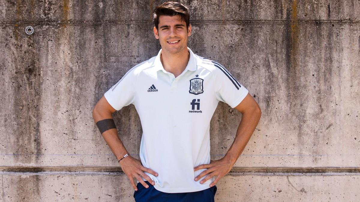 Álvaro Morata posa en la Ciudad del Fútbol. (Foto: Pablo García Sacristán)