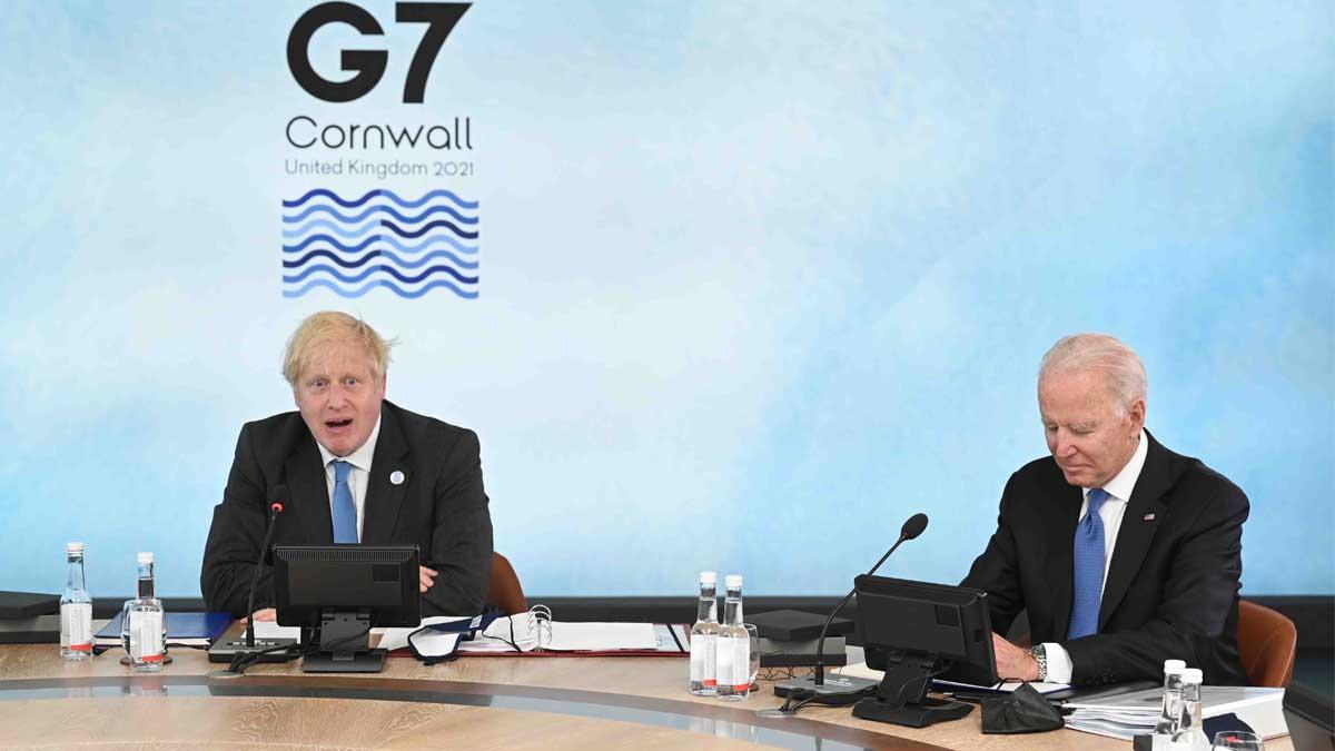 Boris Johnson y Joe Biden en la reunión del G7.