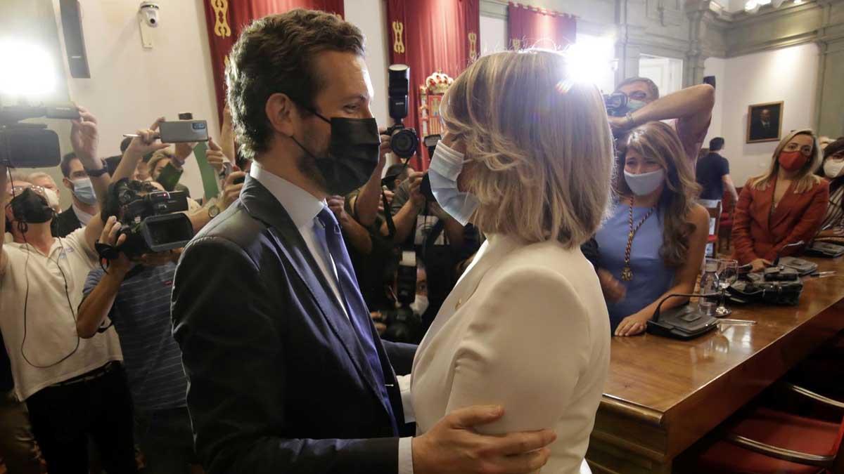 Pablo Casado felicita a Noelia Arroyo, nueva alcaldesa de Cartagena. Foto: EFE