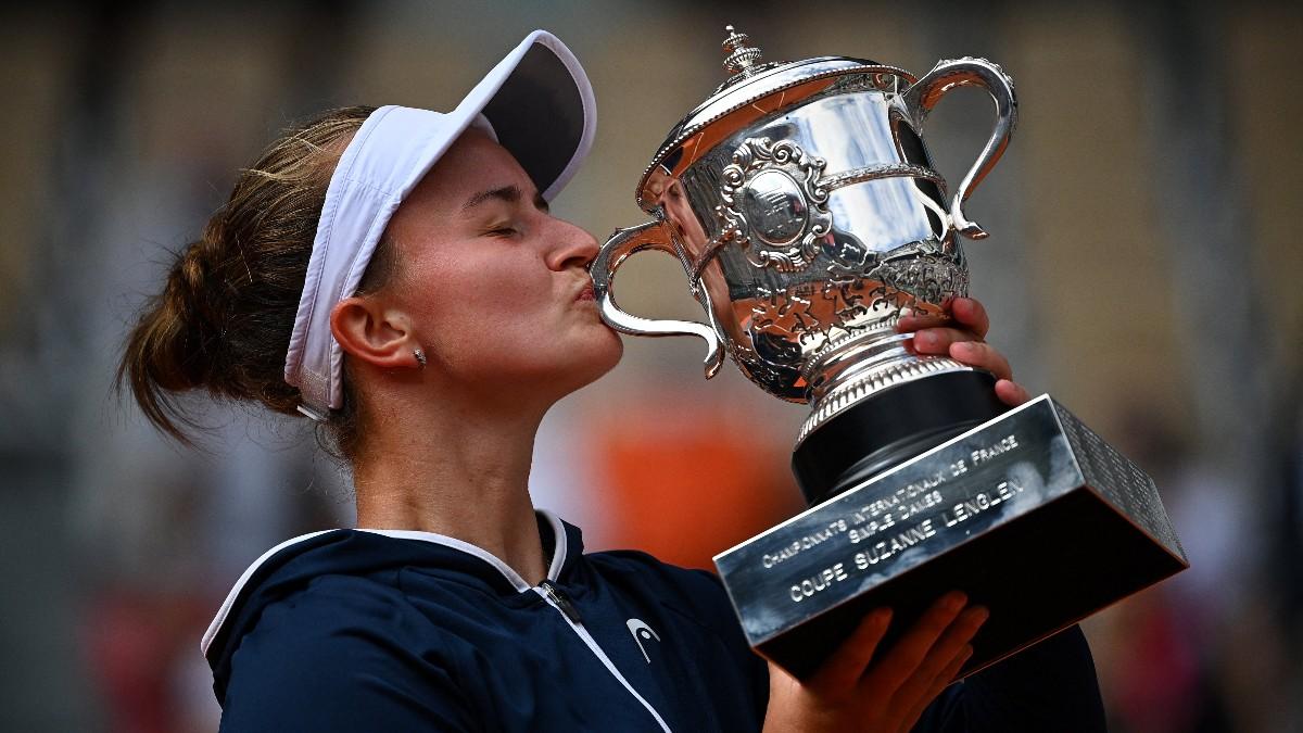 Krejcikova se corona en Roland Garros. (AFP)