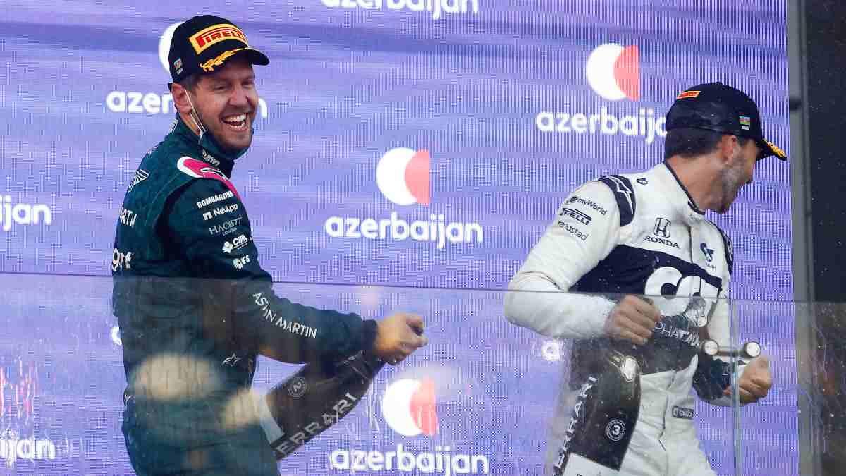 Sebastian Vettel y Pierre Gasly en el podio del Gran Premio de Azerbaiyán. (AFP)