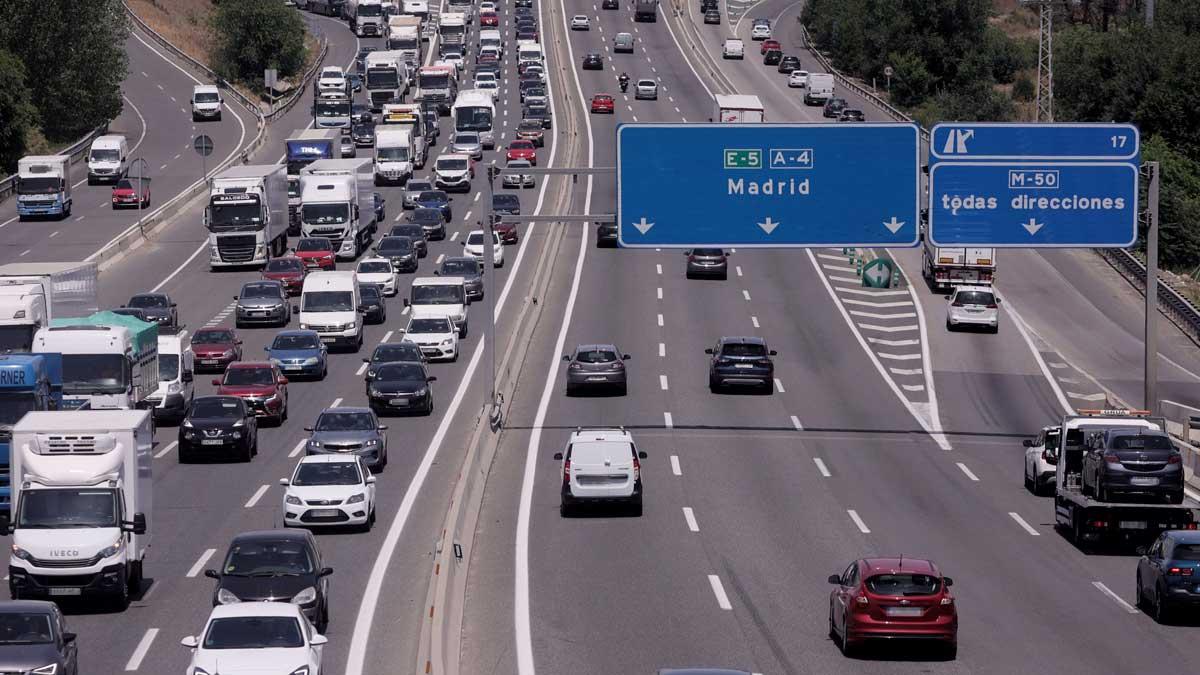 Tráfico de coches en la autovía del Sur o A-4. Foto: EP