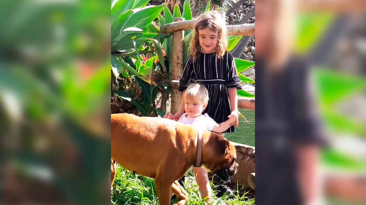 Las niñas Anna y Olivia en una foto de su madre
