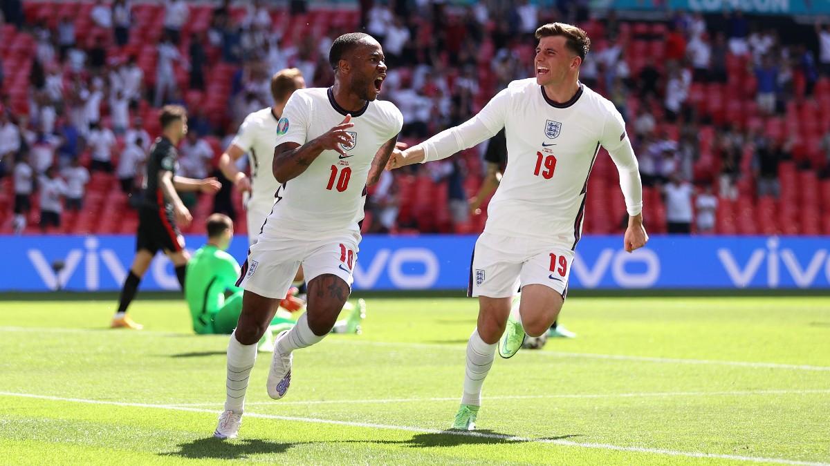 Sterling celebra su gol en el Inglaterra-Croacia. (Getty)