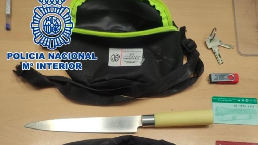 Efectos intervenidos al joven investigado (POLICÍA NACIONAL).