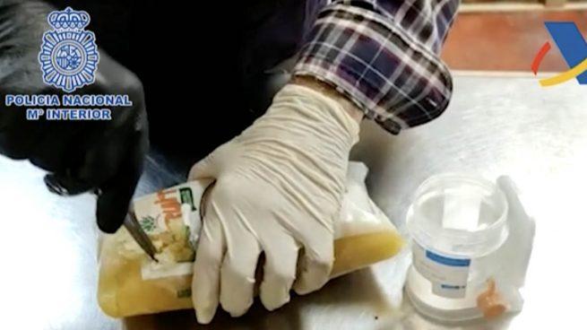 La Policía se incauta de 800 kilos de cocaína escondida en piña congelada y detiene a dos empresarios