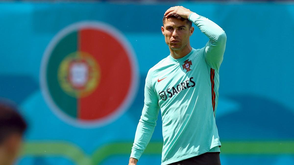 Cristiano, en un entrenamiento con Portugal. (AFP)