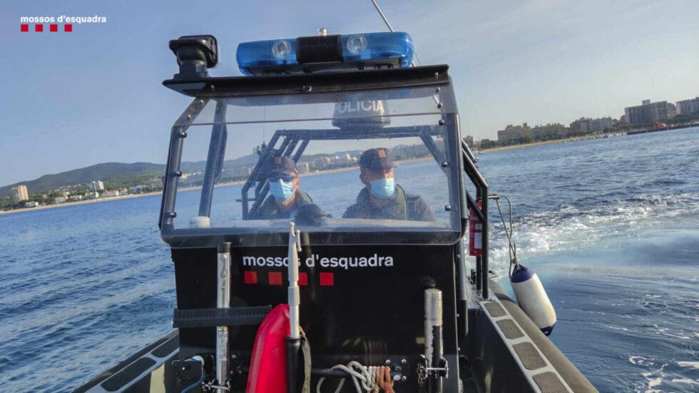 Una patrullera de la Policía del mar de los Mossos