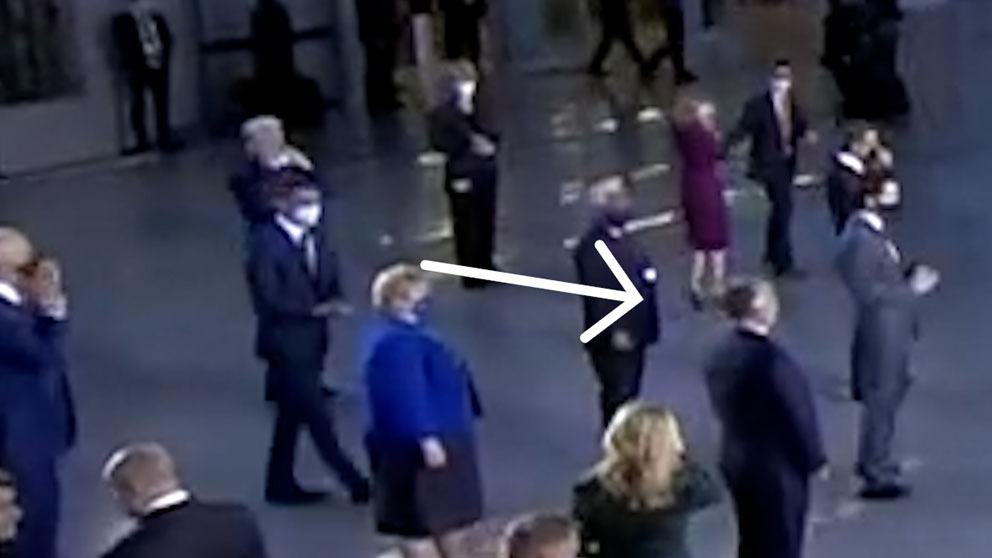 Pedro Sánchez interceptando a Joe Biden en la cumbre de la OTAN.
