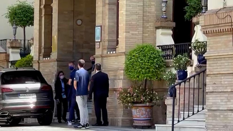 Ceferin llega al hotel Alfonso XIII de Sevilla.