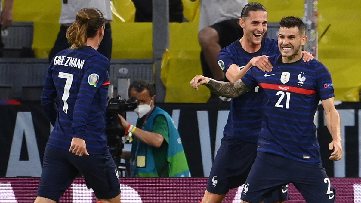 Rabio y Griezmann celebran con Lucas el 1-0 que él forzó en el Francia-Alemania. (AFP)